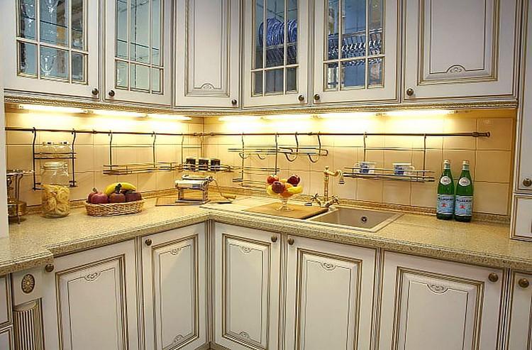 Подсветка рабочей зоны кухни с рейлинговой системой