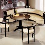 Мягкий уголок со стульями и столом