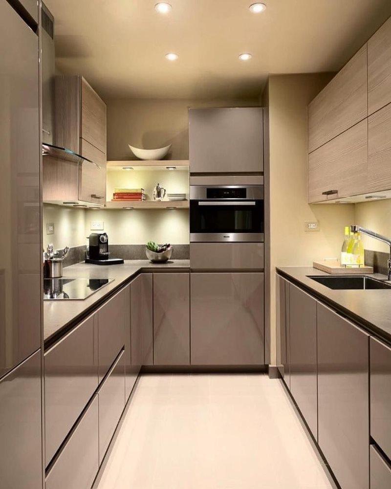 П-образная планировка узкой кухни в стиле хай тек