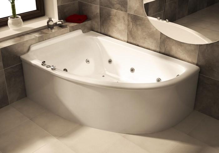 Акриловая угловая ванна.