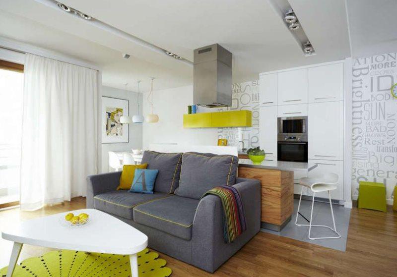 Мощная вытяжка на потолке кухни-гостиной