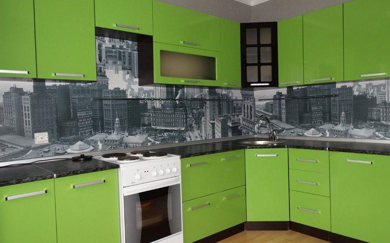 Зеленые фасады углового кухонного гарнитура