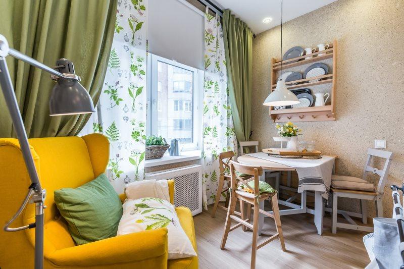 Зеленые занавески в интерьере кухни