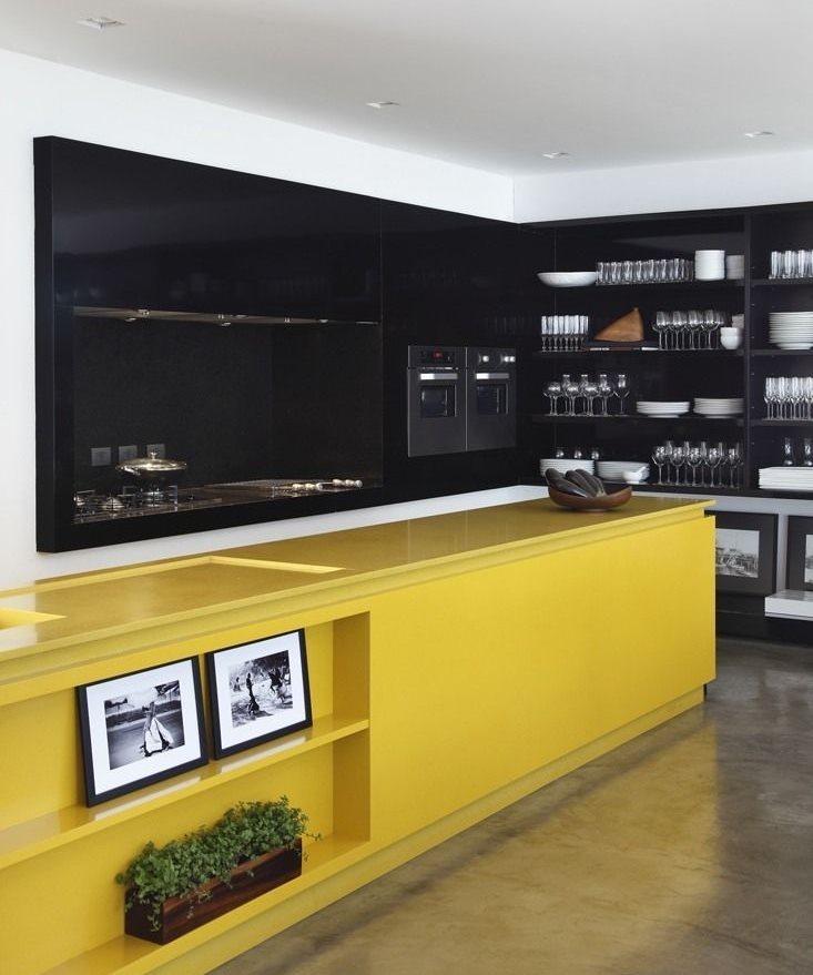 Черно-желтая кухня в современном стиле