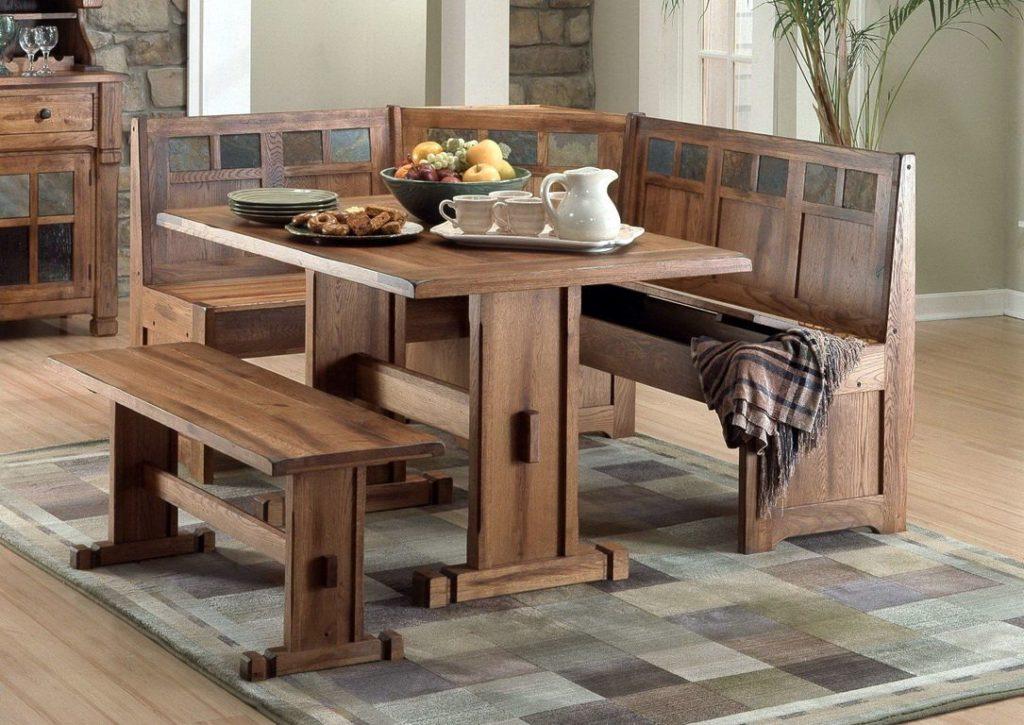 Кухонный уголок из дерева с лавкой вместо стульев