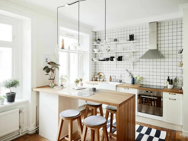 Барная стойка из дерева в кухне-гостиной скандинавского стиля