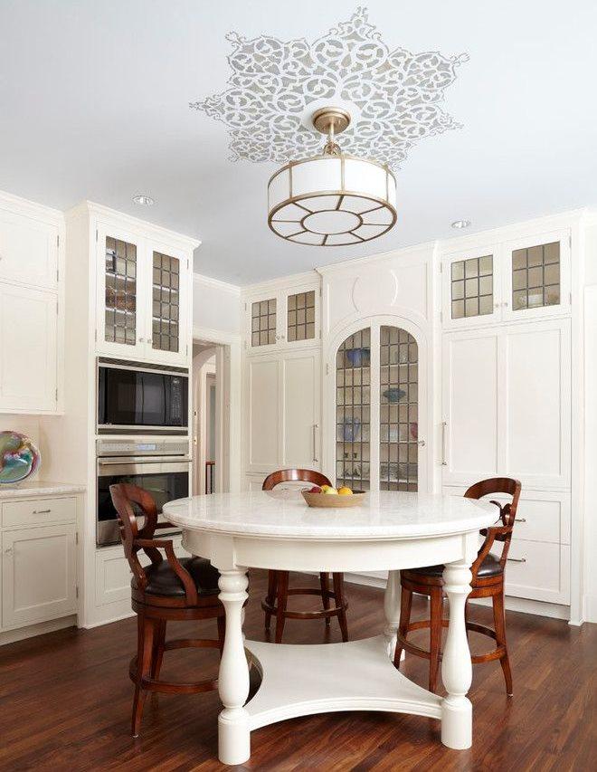 Белый кухонный стол круглой формы из натурального дерева