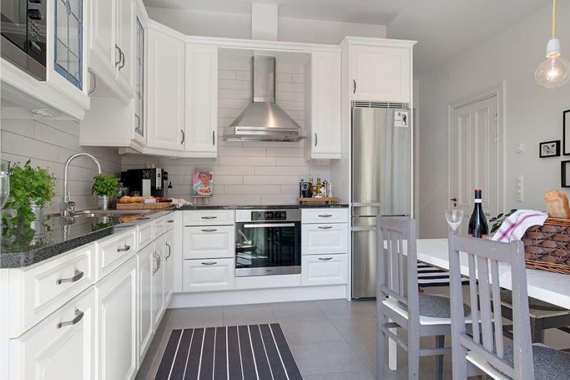Угловой гарнитур на кухне площадью в 14 кв метров