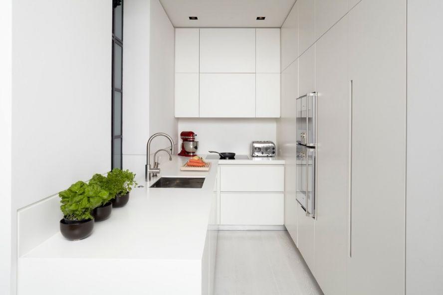 Гладкие фасады гарнитура в стиле минимализма