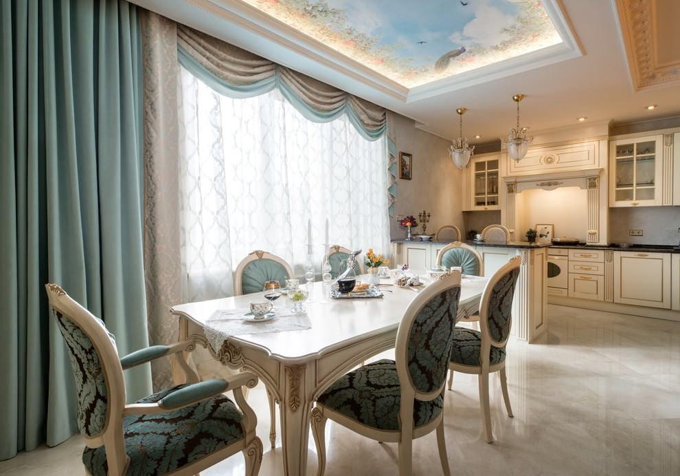 Бирюзовая штора прямого кроя на кухне классического стиля