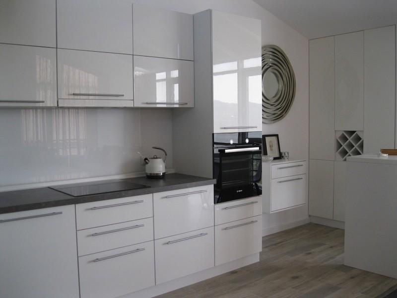 Встроенная техника в кухне стиля минимализм