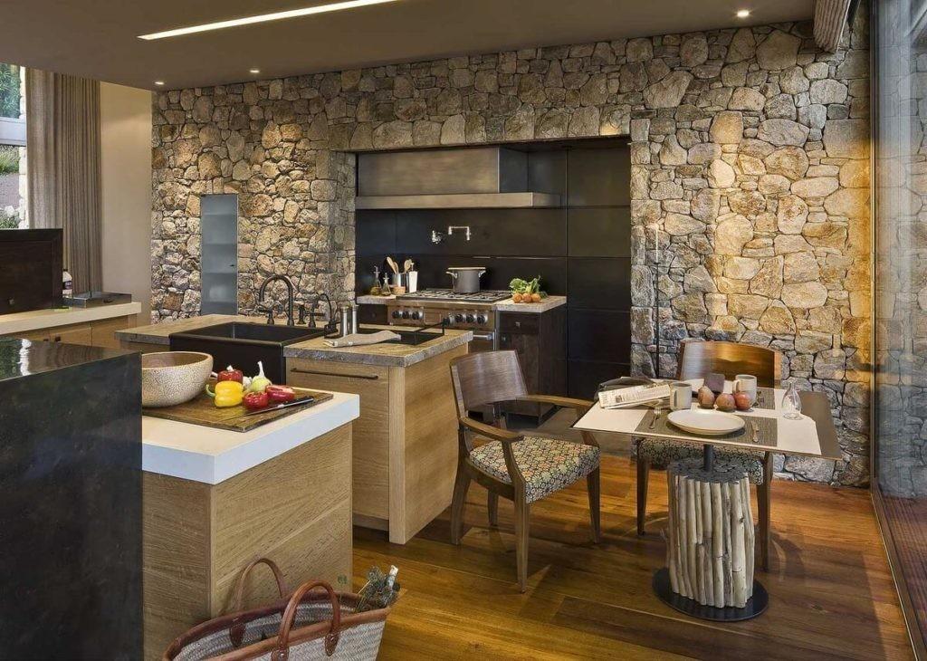 Декор стен кухни искусственным камнем