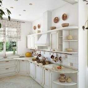 Светлая мебель в кухне деревенского стиля