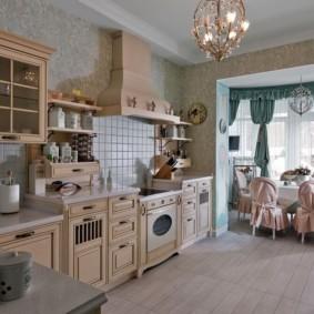 Керамический пол кухни в частном доме