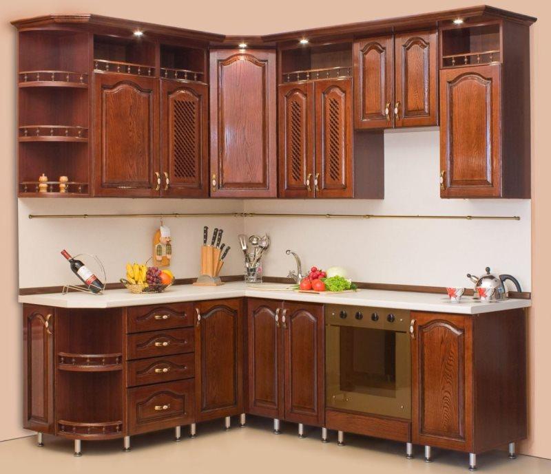 Угловой гарнитур из дерева для кухни площадью 9 кв метров