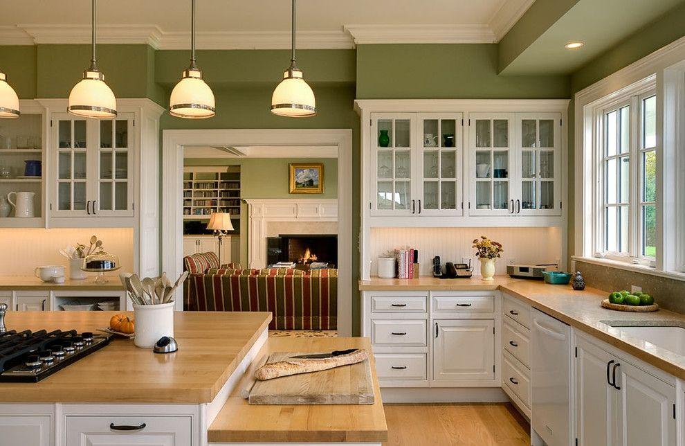 Деревянные столешницы кухонной мебели в классическом стиле