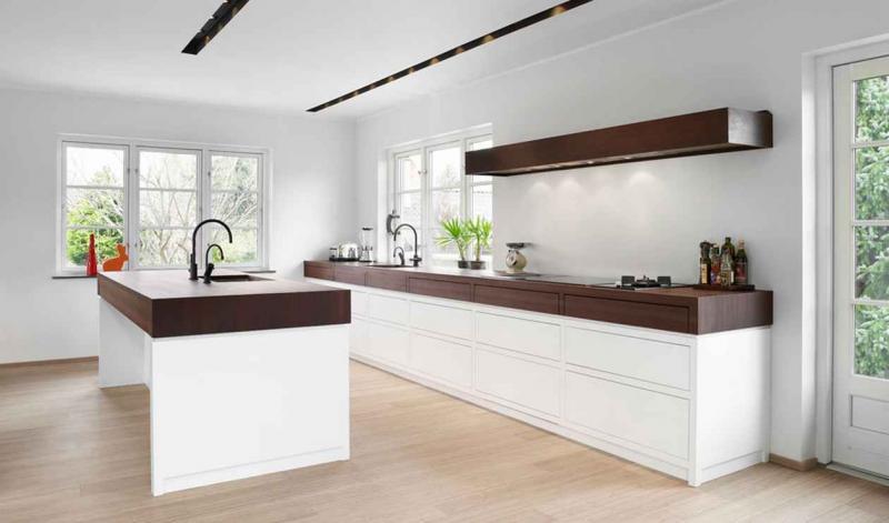 Деревянные столешницы кухонного гарнитура в скандинавском стиле