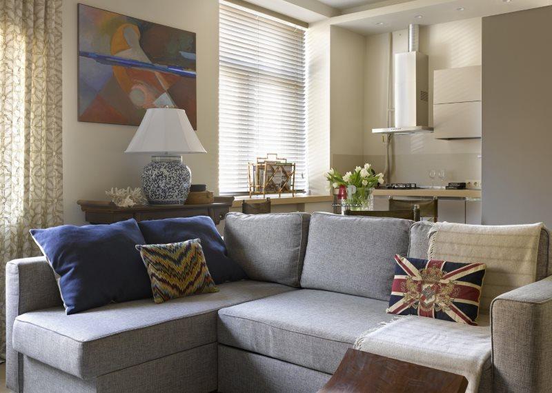 Угловой диван в интерьере кухни-гостиной хрущевки