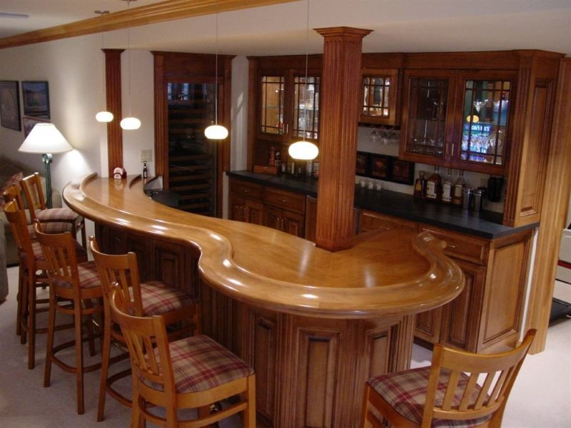 Лакированные поверхности домашнего бара в американском стиле