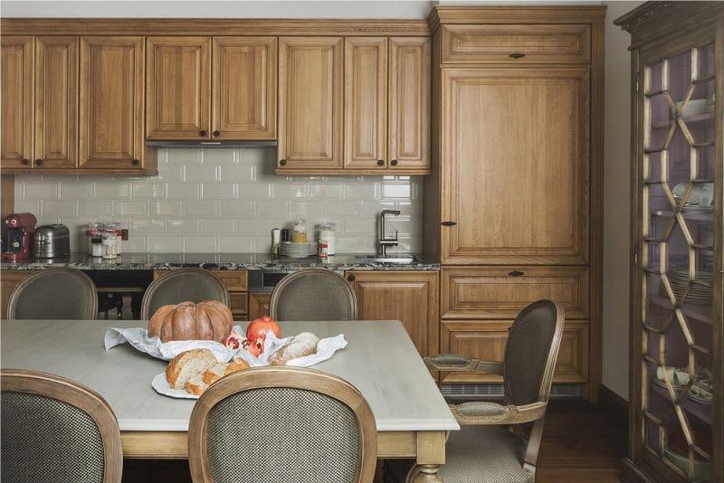 Кухонный гарнитур с фасадами из натурального дуба