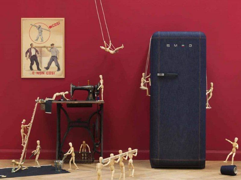 Ретро-холодильник с отделкой под джинсовую ткань