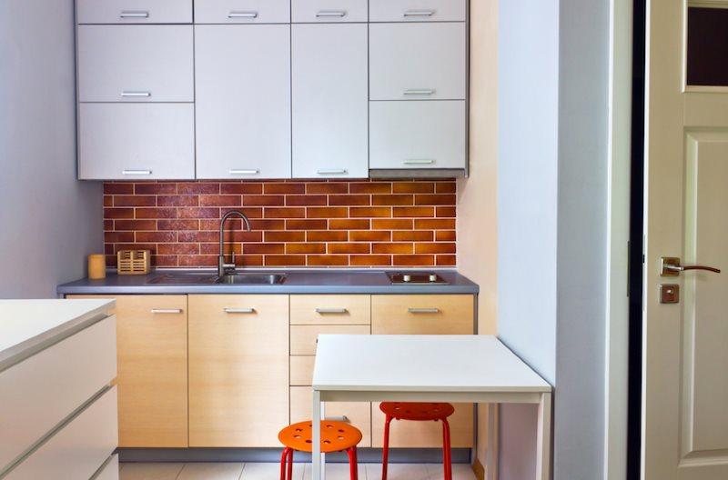 Кухонный фартук с имитацией кирпичной кладки