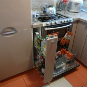 Выдвижная секция кухонного гарнитура