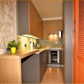 Интерьер очень узкой кухни в современном стиле