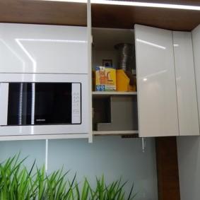 Глянцевые поверхности кухонного гарнитура