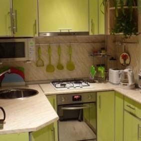 Салатовые дверцы кухонной мебели