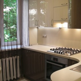 Нитяные шторы на кухонном окне