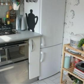Место для холодильника в кухне небольшого размера