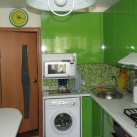 Зеленый цвет в интерьере компактной кухни
