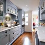 Узкая кухня с параллельной планировкой