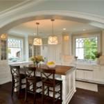 Арка между кухней и гостиной в частном доме