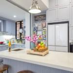 Встроенная техника в светлой кухне
