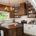 Плитка кабанчик на стене кухни в американском доме