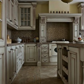 Фасады с патиной для классической кухни