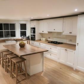 Ламинированное покрытие пола кухни