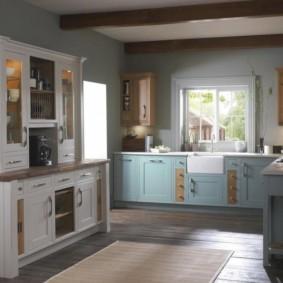Кухонный сервант в классическом стиле