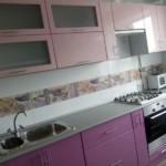 Кухонная мебель с фасадами сиреневого цвета