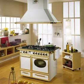 Кухонный остров с варочной плитой
