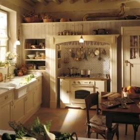 Ретро плита в нише кухни деревенского стиля