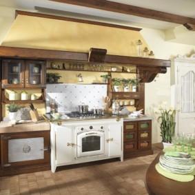 Ретро-плита в кухне сельского дома