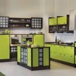 Зеленая кухня с островом посередине