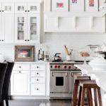 Модульные картины на портале кухонной вытяжки