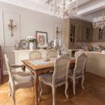 Кухонные стулья в обеденной зоне