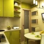 Маленькая кухня с обеденным столом