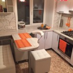 Небольшой диванчик в маленькой кухне