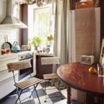 Садовые стулья в интерьере кухни
